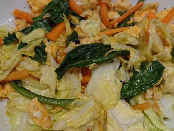 キャベツ、ニンジン、ダイコンの葉の卵炒め